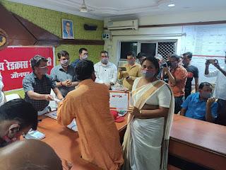 #JaunpurLive :  उत्कृष्ट कार्य को लेकर किन्नर प्रधान हुई सम्मानित