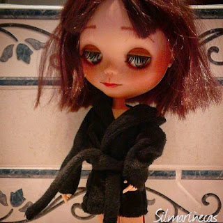 basaak doll con albornoz