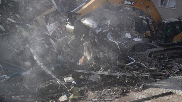 Τους 100 έφτασαν οι νεκροί στη Τουρκία από τον σεισμό