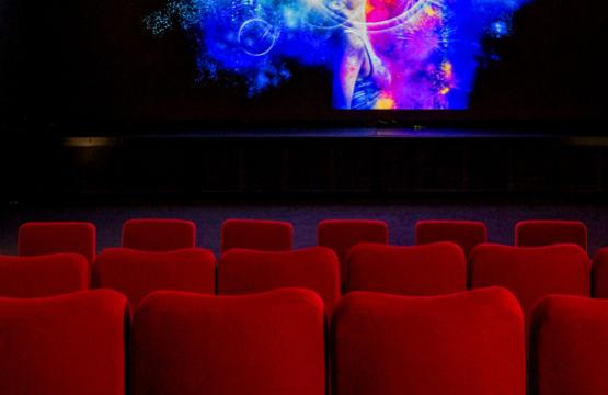 zwitserse bioscoop neemt s werelds eerste 3d cinema led. Black Bedroom Furniture Sets. Home Design Ideas