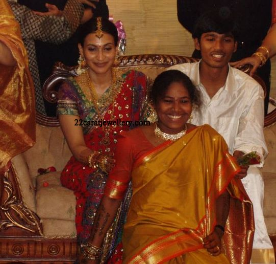 Celebrity Jewellery At Aishwarya Danush Wedding Reception