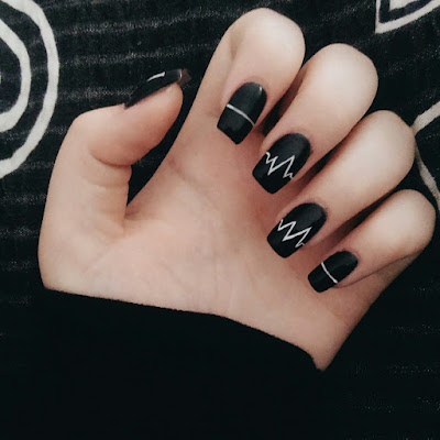 Uñas decoradas negras