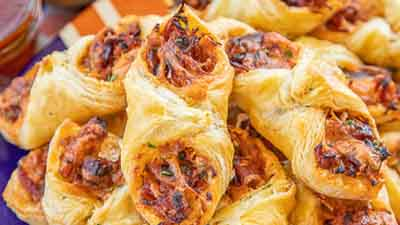 Pulled Pork Pastry Puffs - www.uniquegiftstips.com