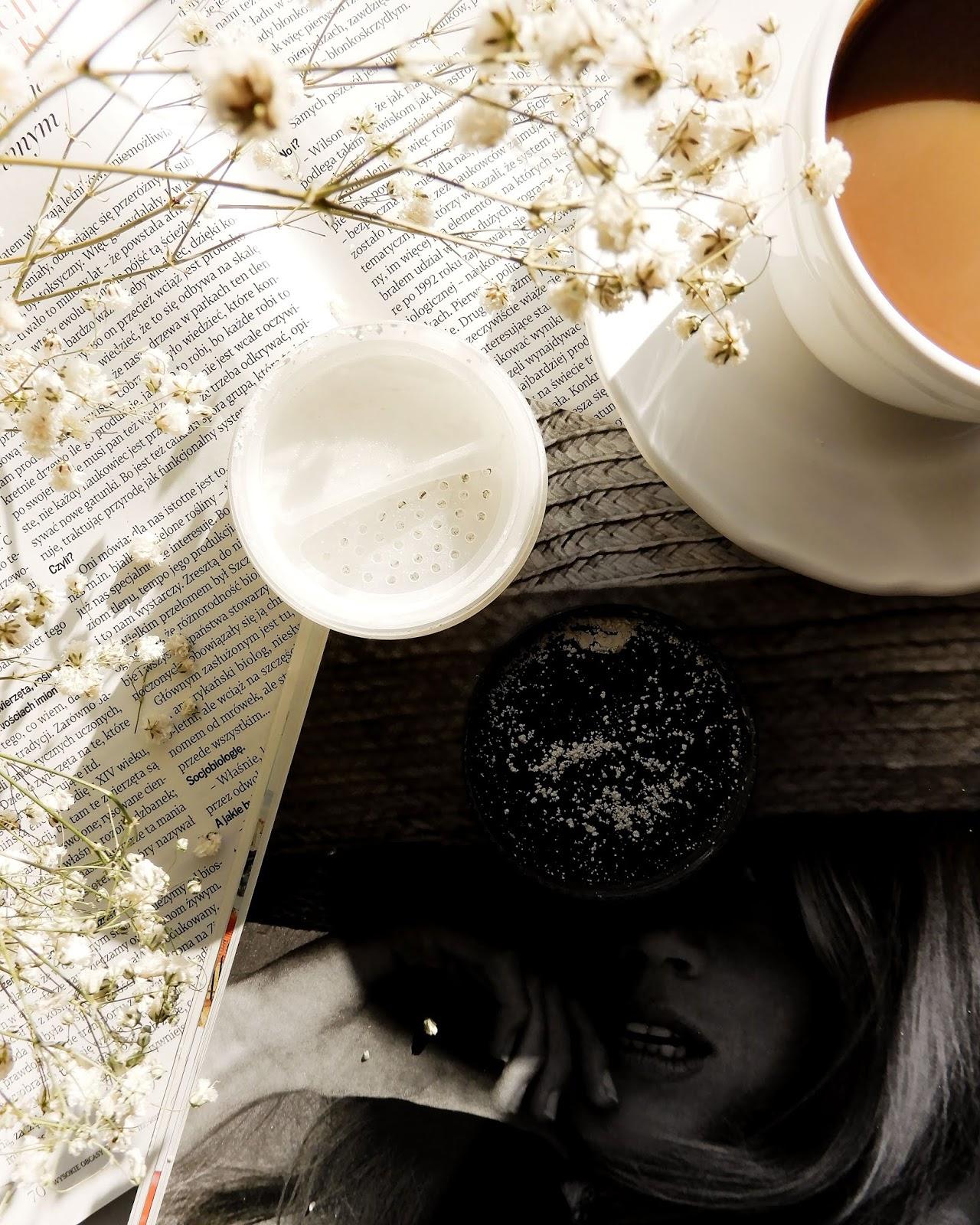 Lily Lolo Mineralny podkład China Doll & Lily Lolo Puder sypki Flawless Matte,