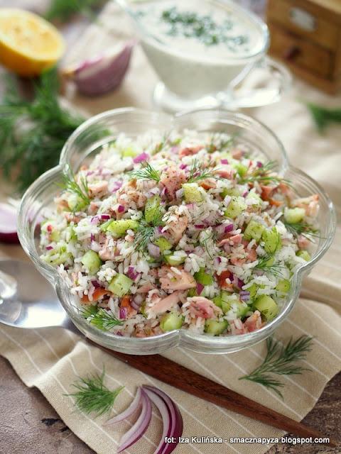 ryz, kurczak wedzony, udka wedzone, mieso, kurczak, ogorek swiezy, lunch, na impreze, smacznie i zdrowo, lekka salatka, z koperkiem, sos jogurtowy