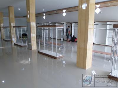 Pesan Etalase Untuk Butik Pakaian + Furniture Semarang ( Etalase Display )