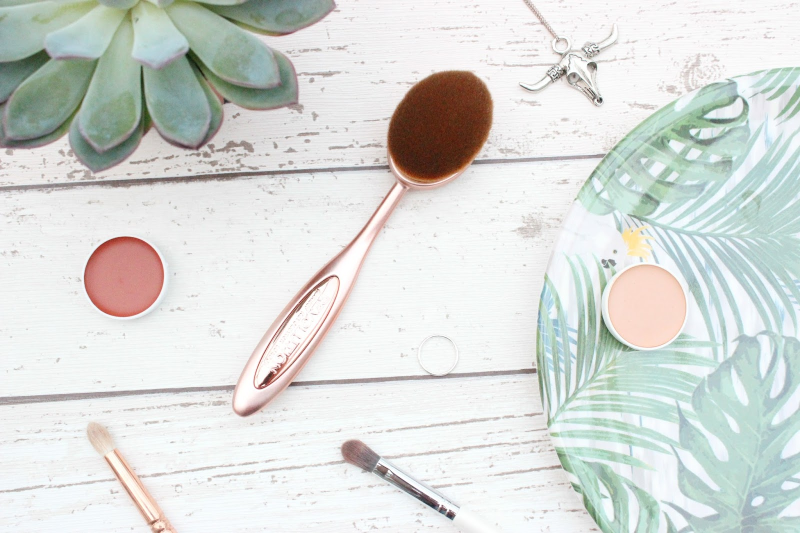 Contouring Oval Brush by precision #19