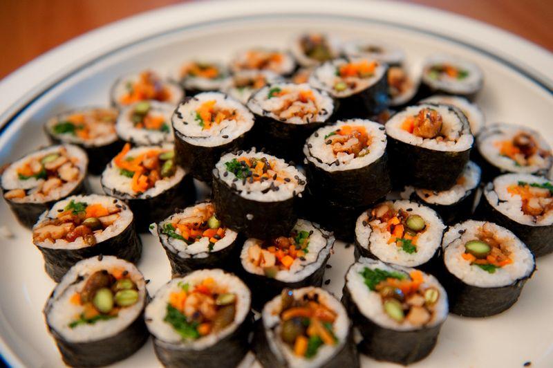 Gimbab atau Kimbab Vegetarian (dinnerwithweijia.com)