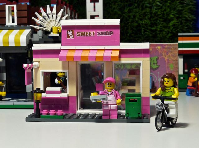 Bricks And Figures: Hsanhe 6409-1 Sweet Shop moves into Lepin ...