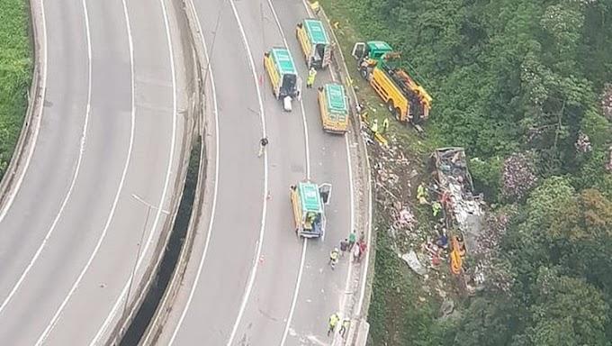 TRAGÉDIA: Acidente com ônibus de turismo deixa pelo menos 12 mortos e vários feridos no Paraná