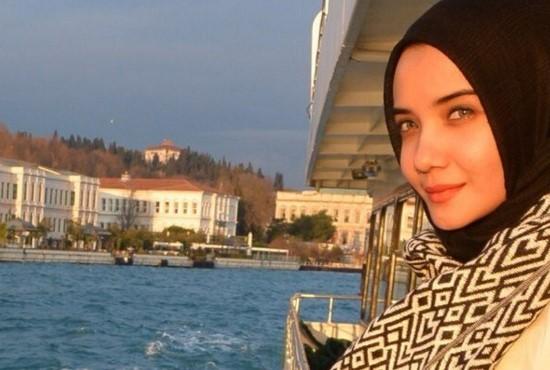 Busana Muslimah Zaskia Sungkar