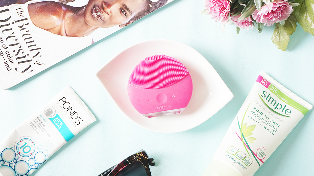 The Foreo Luna Mini 2 is a sonic cleansing gadget that promises to clean the skin gently but effectively.