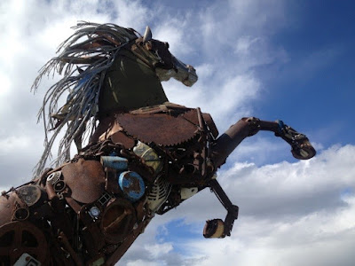 Efficient use of scrap metal - Metal horse
