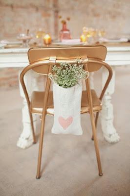 Decorar las sillas de las damas y las sillas de los invitados de forma personalizada