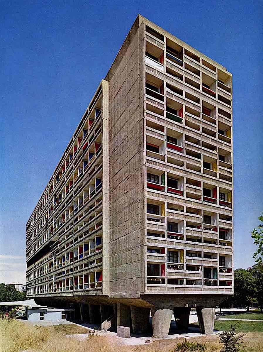 architecture by Le Corbusier, international style in a color photograph of a large building on legs