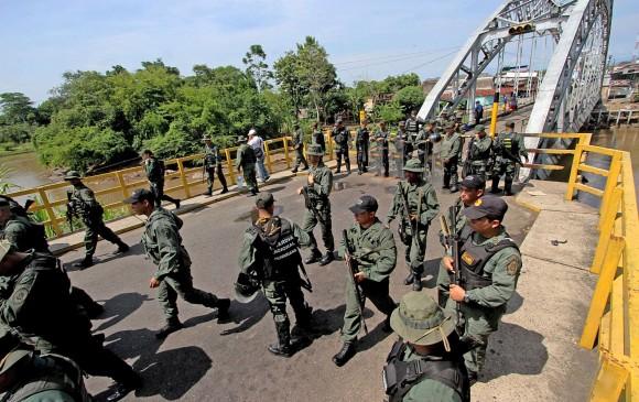 Régimen de Maduro ordenó de emergencia el despliegue de tropas hacia la frontera con Colombia