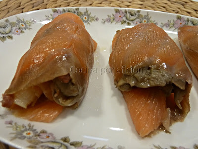 rollitos de salmón con salteado de setas