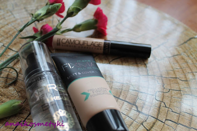 Revers - idealny i trwały makijaż