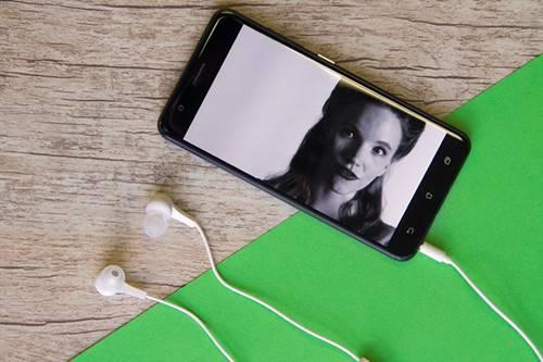 A construção premium do ZenFone 3 Zoom é favorável ao celular da Asus