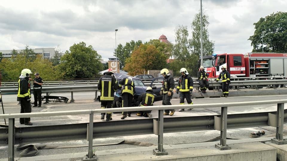 Avārija bloķē satiksmi uz Gustava Zemgaļa pārvada