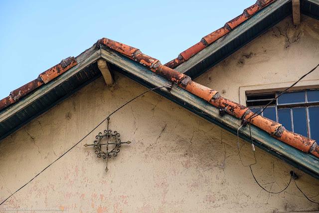 Detalhe de ornamento de ferro em uma casa