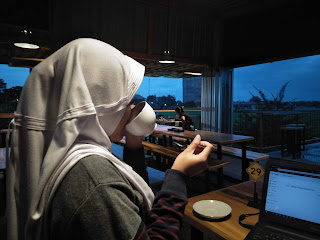 Fenomena Penggunaan Bahasa Gado-Gado di Kalangan Remaja