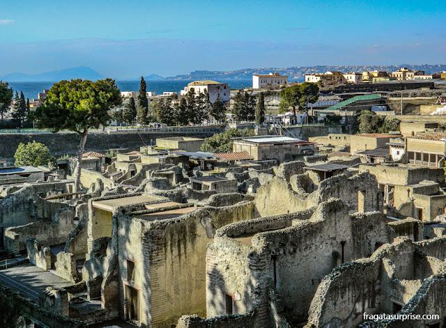 Ruas da cidade romana de Herculano, Itália