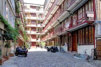 Paris : 77 rue de Charonne, les ateliers réhabilités d'une ancienne cour industrielle témoignent du passé artisanal de l'arrondissement - XIème