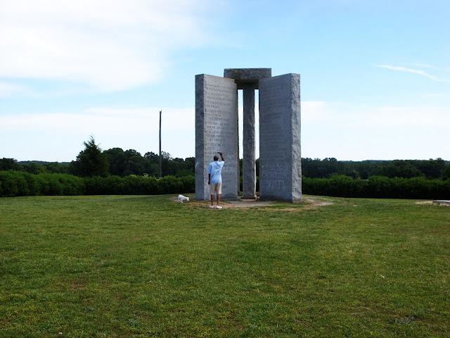 Sn852570 American Stonehenge - Monumentul Din Georgia Si Noua Ordine Mondiala