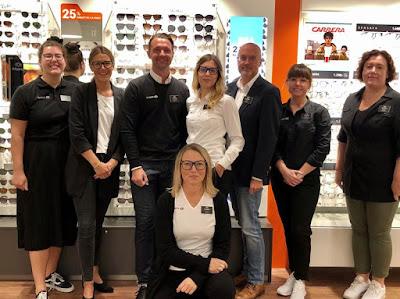 Gruppbild på personalen i Synoptiks butik på Torp.