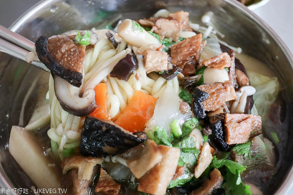 台中太平長春素食|菇菇羹飯麵、招牌御品湯、美味滷菜,家樂福旁