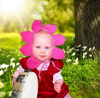http://www.sewingbeefabrics.co.uk/baby-flower-bonnet-hat-tutorial