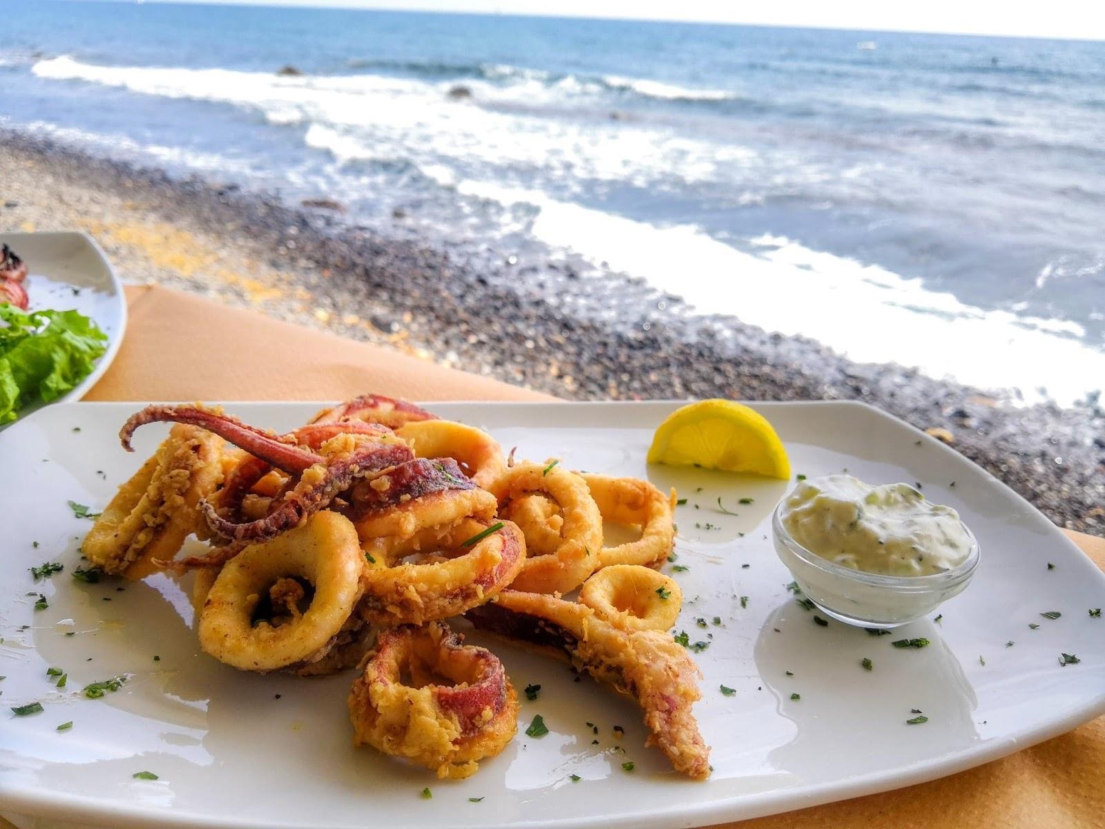 akrotiri-melinas-tavern-red-beach-santorin