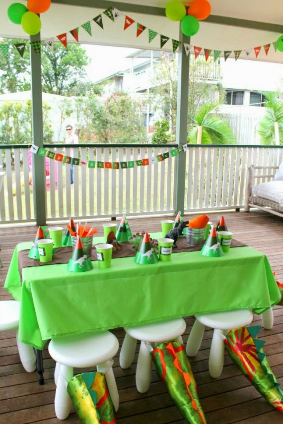 Top party planning tips for kid's parties - Dinosaur Party by Love That Party www.lovethatparty