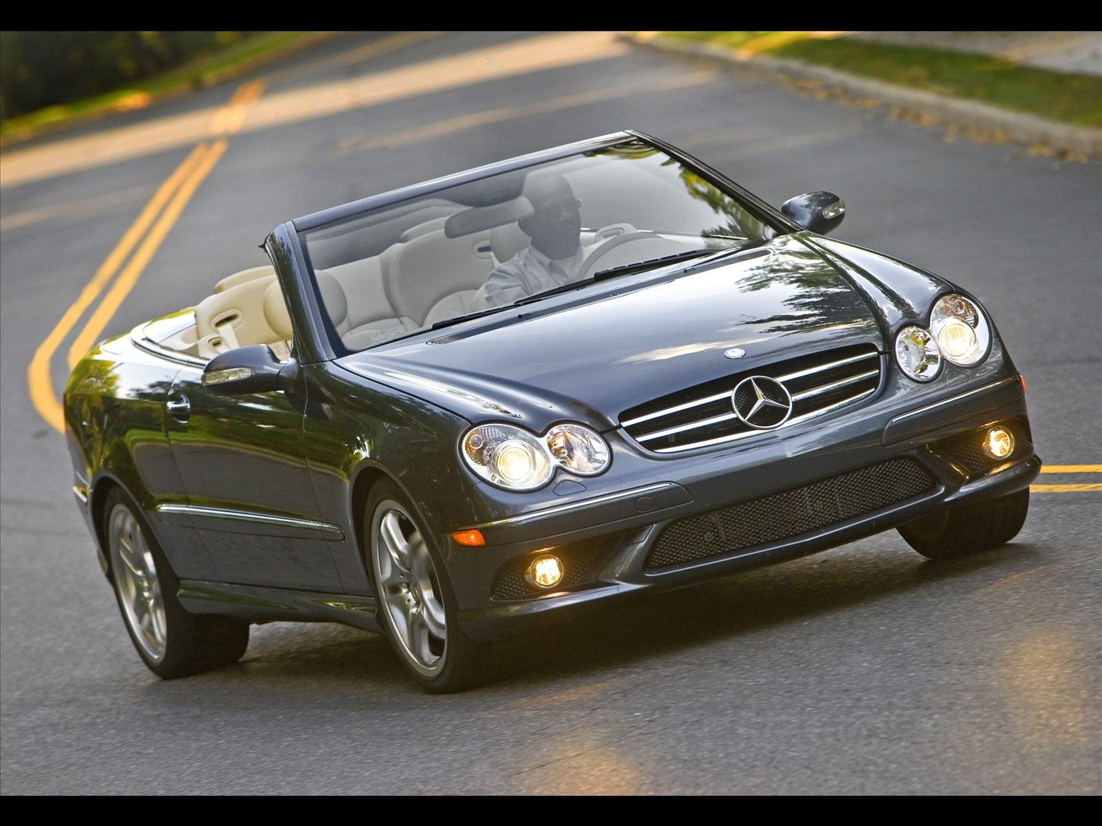 Hight Quality Cars: Mercedes-Benz CLK 550 - Sports and chic