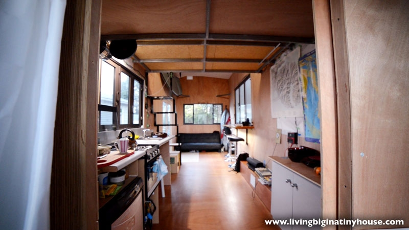 03-Stefan-Cook-Architecture-with-the-Biggish-Tiny-House-www-designstack-co