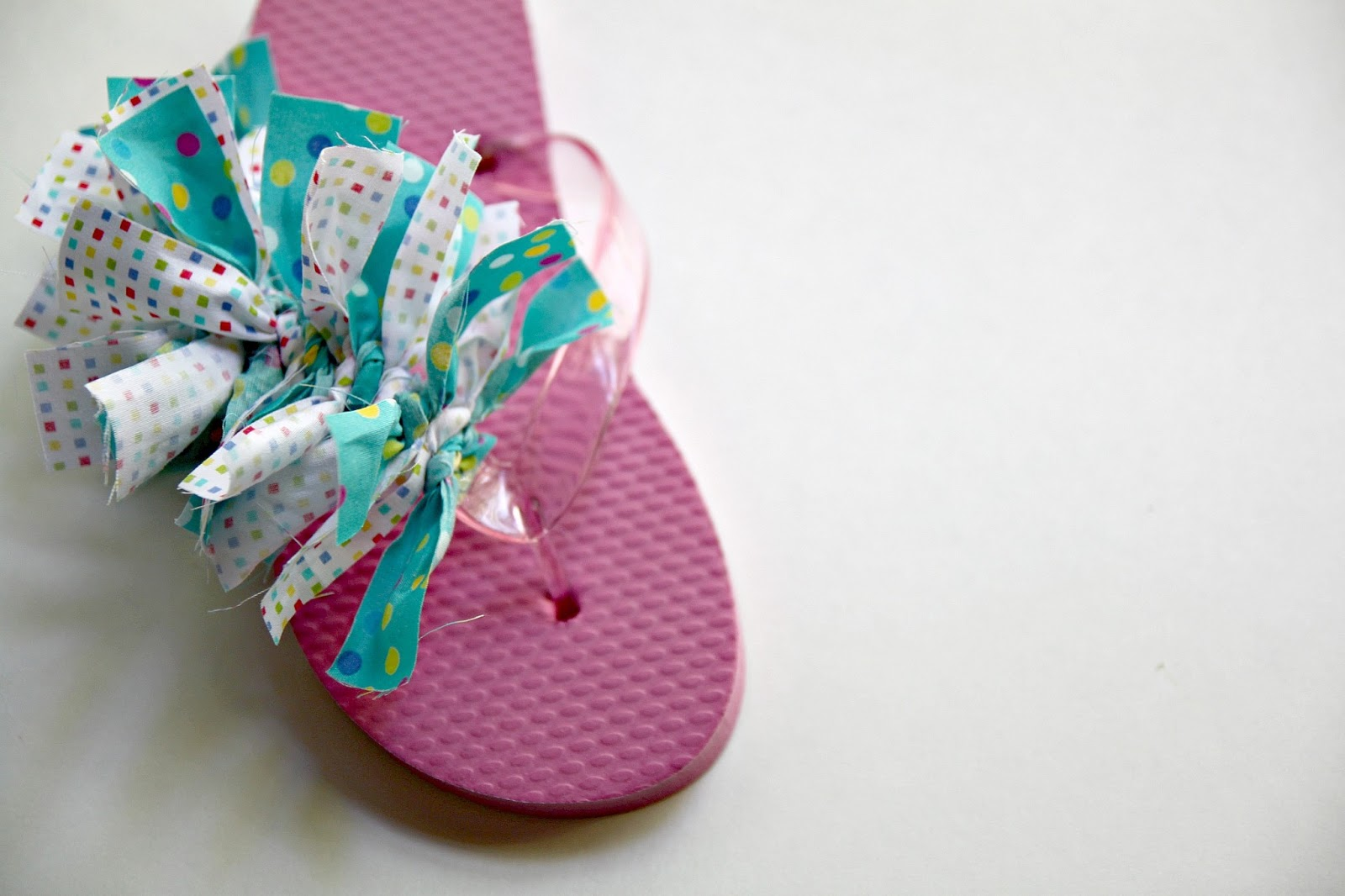 441221e68d7154 Summer Rag Flip Flop Tutorial - The Cottage Mama