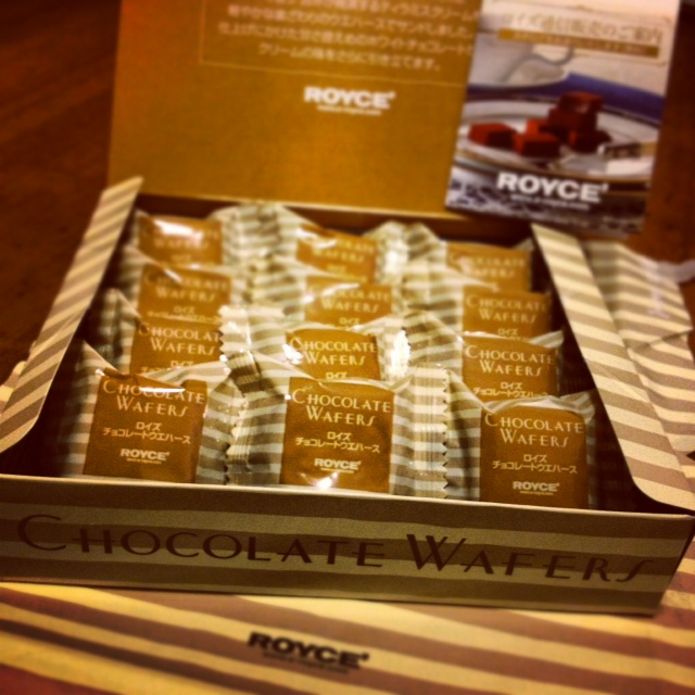 ROYCE WHITE CHOCOLATE WAFERS SAPPORO JAPAN
