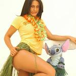 Andrea Rincon, Selena Spice Galeria 13: Hawaiana Camiseta Amarilla Foto 7