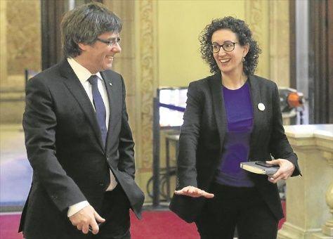 Cataluña: Puigdemont logra acuerdo para volver a presidir la Generalidad