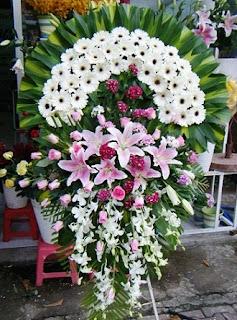 Vòng hoa đám tang ở TpHCM