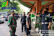 Pengelola PD Pasar Jaya Grogol Memberikan Himbauan Pada Pedagang dan Pengunjung Tentang Pentingnya Mematuhi Protokol Kesehatan
