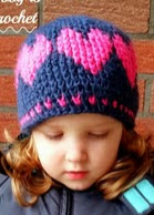 http://translate.googleusercontent.com/translate_c?depth=1&hl=es&rurl=translate.google.es&sl=en&tl=es&u=http://www.myhobbyiscrochet.com/2014/12/a-hat-with-love-free-crochet-pattern.html&usg=ALkJrhixTag86AnlR71CClqWxOFvG0ZqOQ