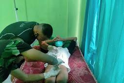 Dokter Satgas Pamtas RI-RDTL Berikan Pelayanan Sunatan ke Warga Umanen
