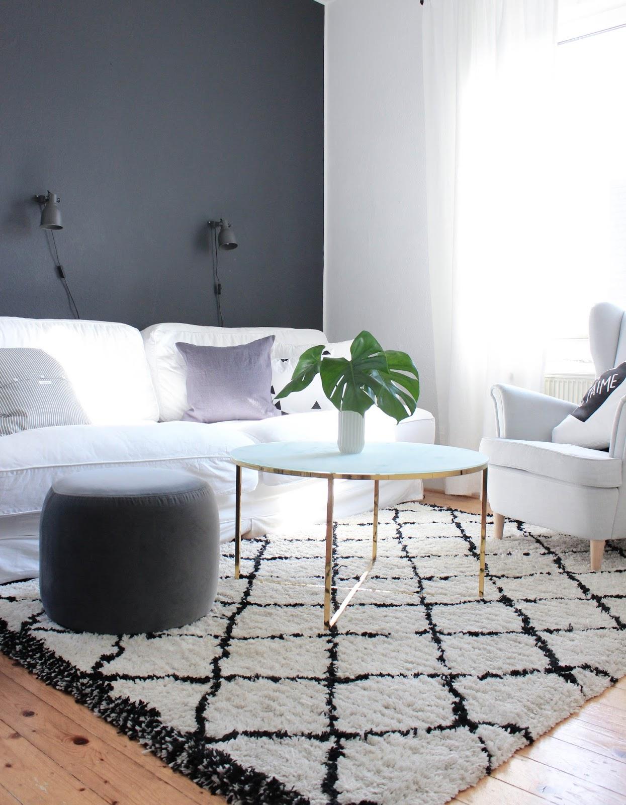 das wohnzimmer und unsere dunkelgraue wand news zum umzug maditas haus lifestyle und. Black Bedroom Furniture Sets. Home Design Ideas
