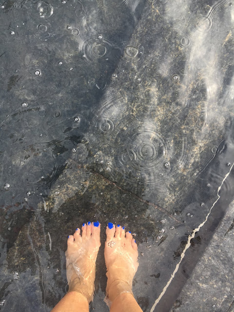 Feet in the fountain