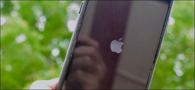 يظهر شعار Apple على إعادة تشغيل الشاشة بعد إعادة تشغيل جهاز iPhone