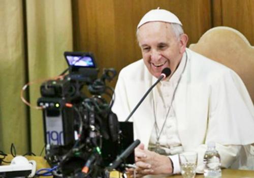 Precisamos respirar notícias boas, pede Papa em Dia Mundial das Comunicações