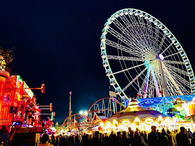 Night view of the lit up giant wheel at Hyde Parks Winter Wonderland