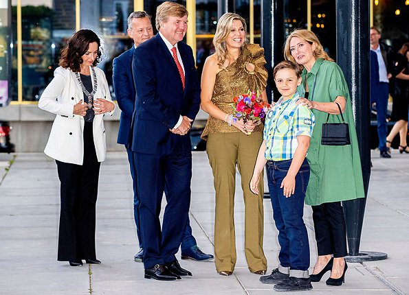 Queen Maxima wore Claes Iversen top from 2019 couture collection. William Kentridge and Faustin Linyekula at Holland Festival